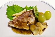 鯛とサザエの磯の香りソース