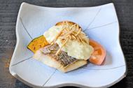 鯛のソテー クリームチーズソースかけ