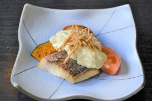 たまきや「鯛のソテー クリームチーズソースかけ」